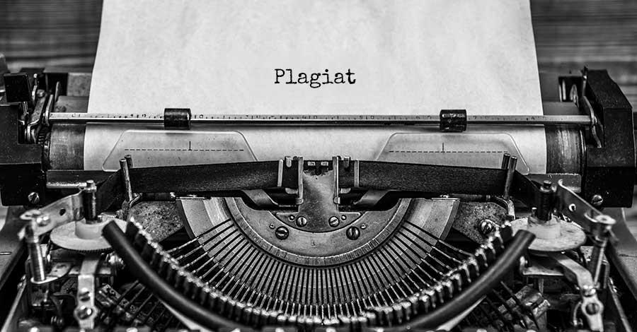 Bild einer alten Schreibmaschine mit der Aufschrift Plagiat