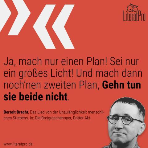 Bild zeigt Bertolt Brecht und Zitat Ja, mach nur einen Plan! Sei nur ein großes Licht! Und mach dann noch'nen zweiten Plan, Gehn tun sie beide nicht.