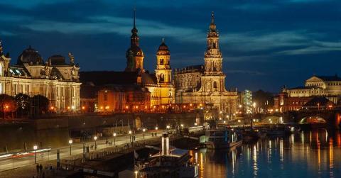 Bild zeigt Dresden bei Nacht