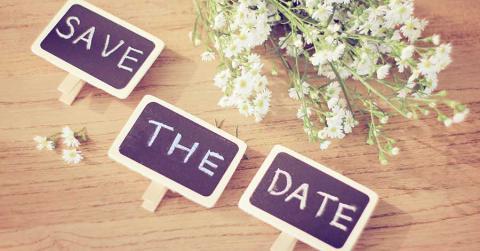 Bild zeigt Schilder mit Aufschrift Save the Date