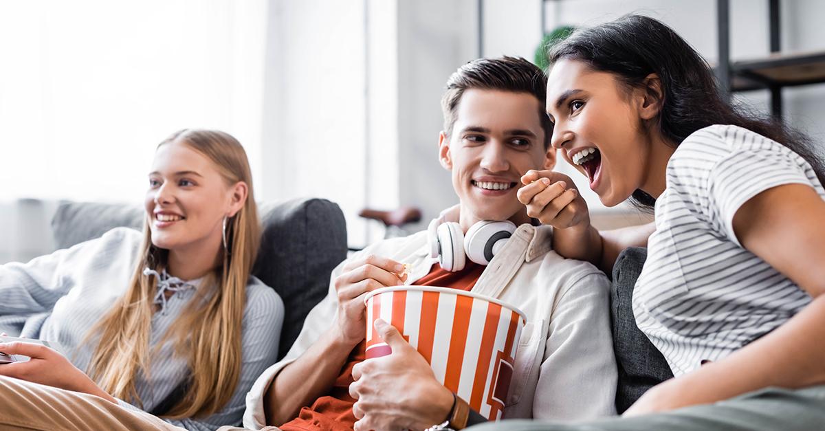 Bild zeigt Leute beim Stream schauen
